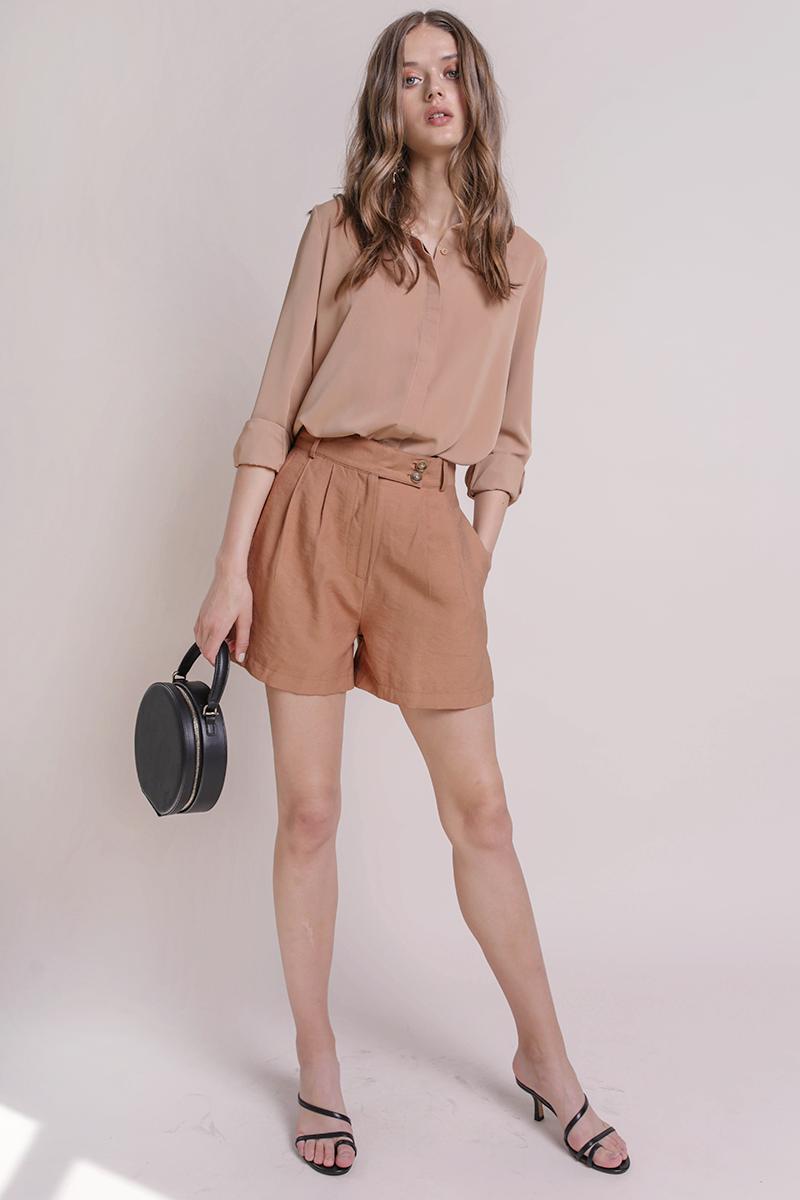 Oda Button Shorts (Camel)