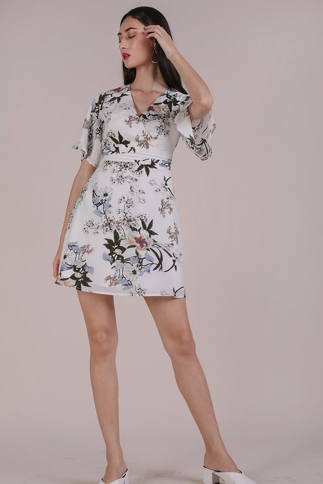 Lesley Flare Dress (White Bouquet)