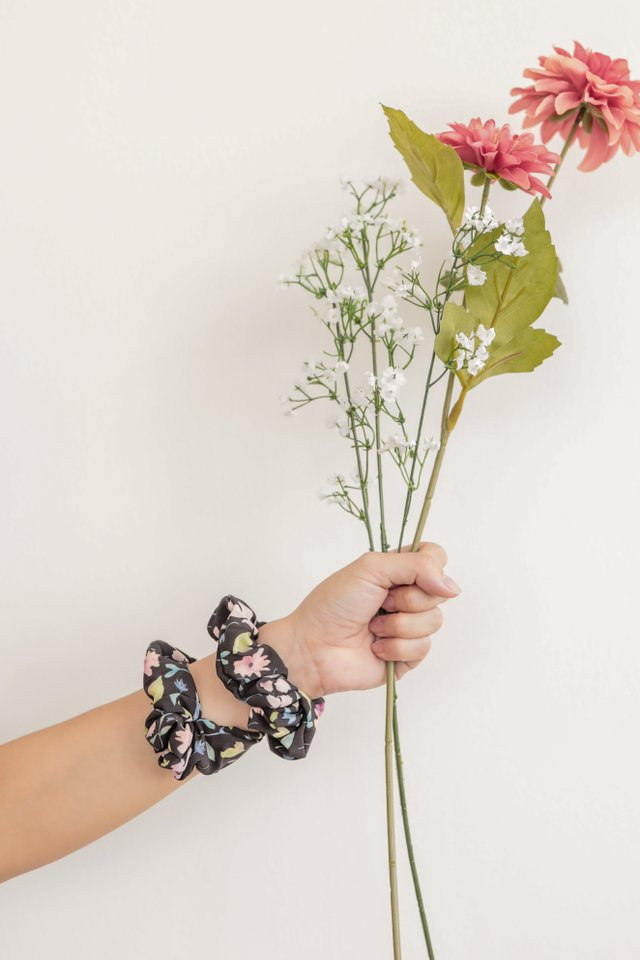 TTR Scrunchie (Black Florals)