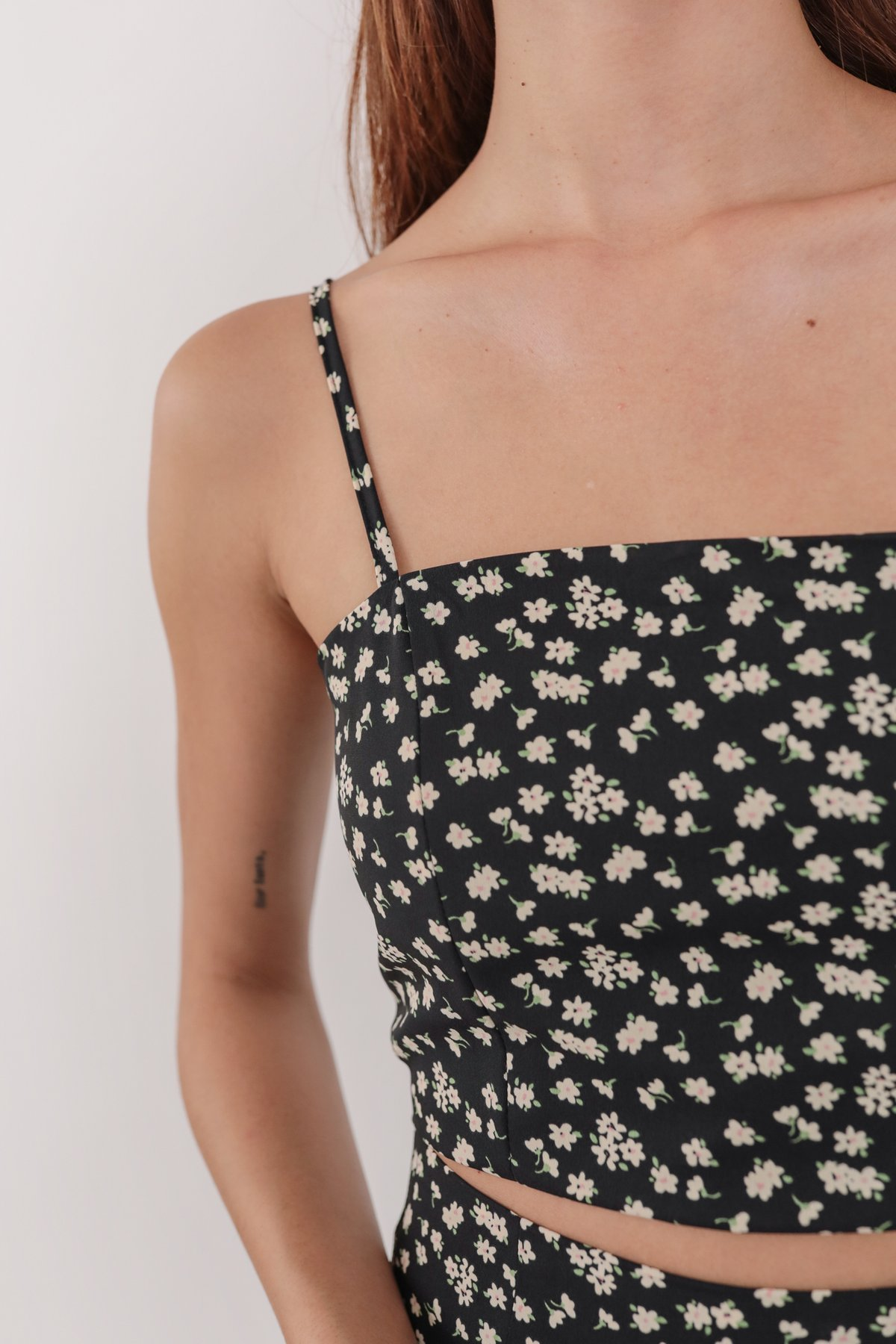 Deon Cropped Top (Black Daisy)