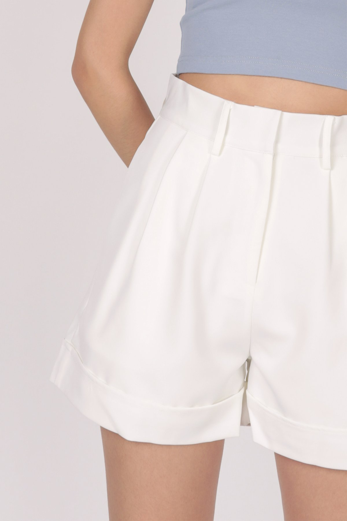 Brook Tailored Shorts (Off White)