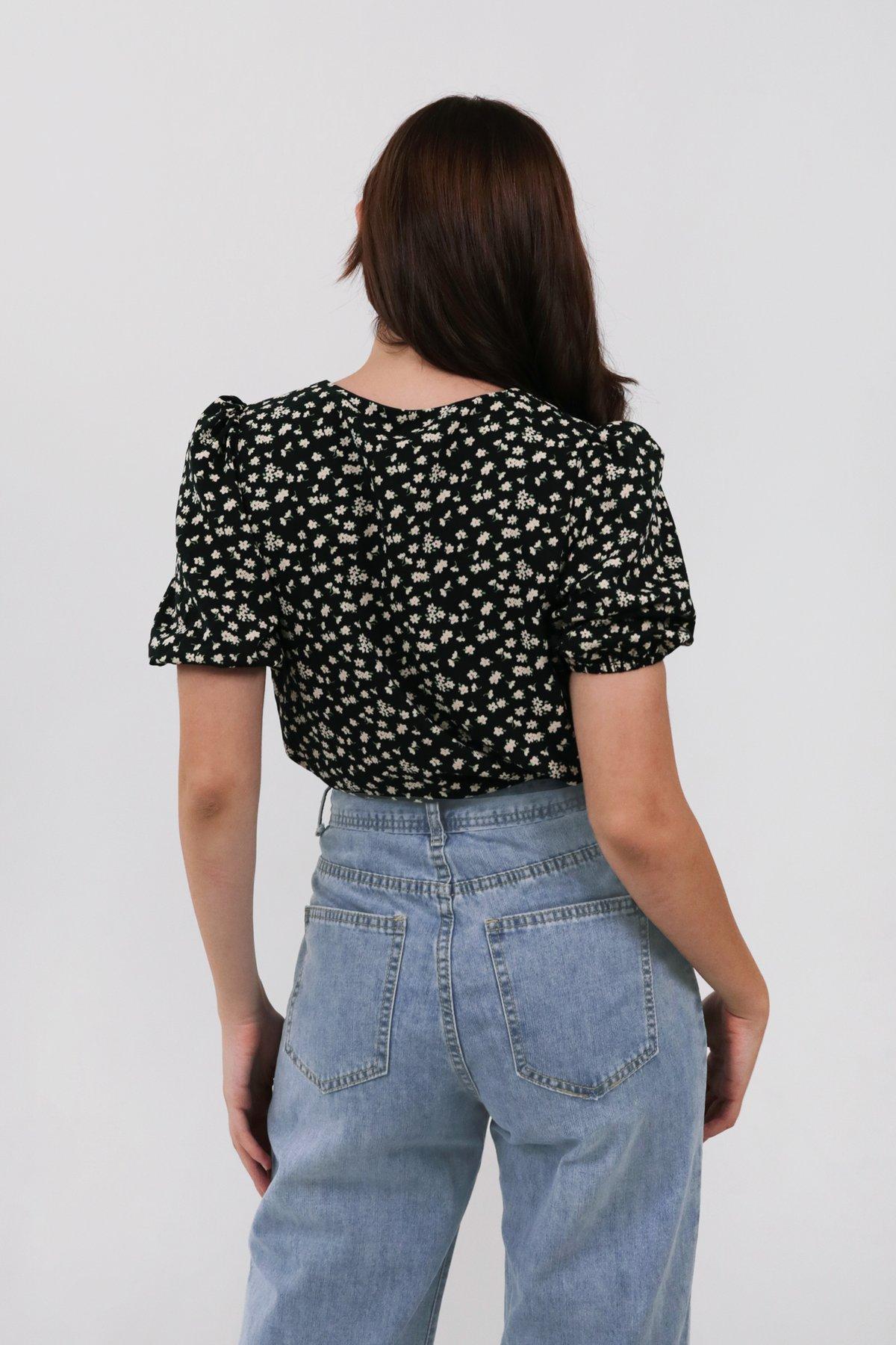Elora Puffy Sleeved Top (Black Daisy)