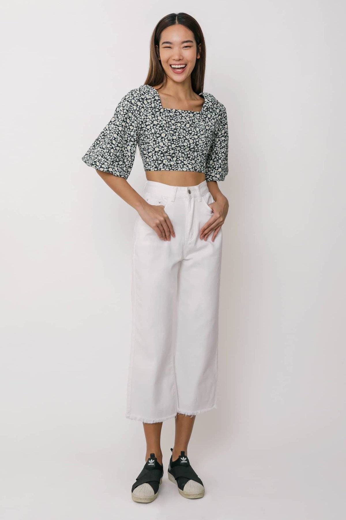Taryn Puffy Sleeve Cropped Top (Black Florals)