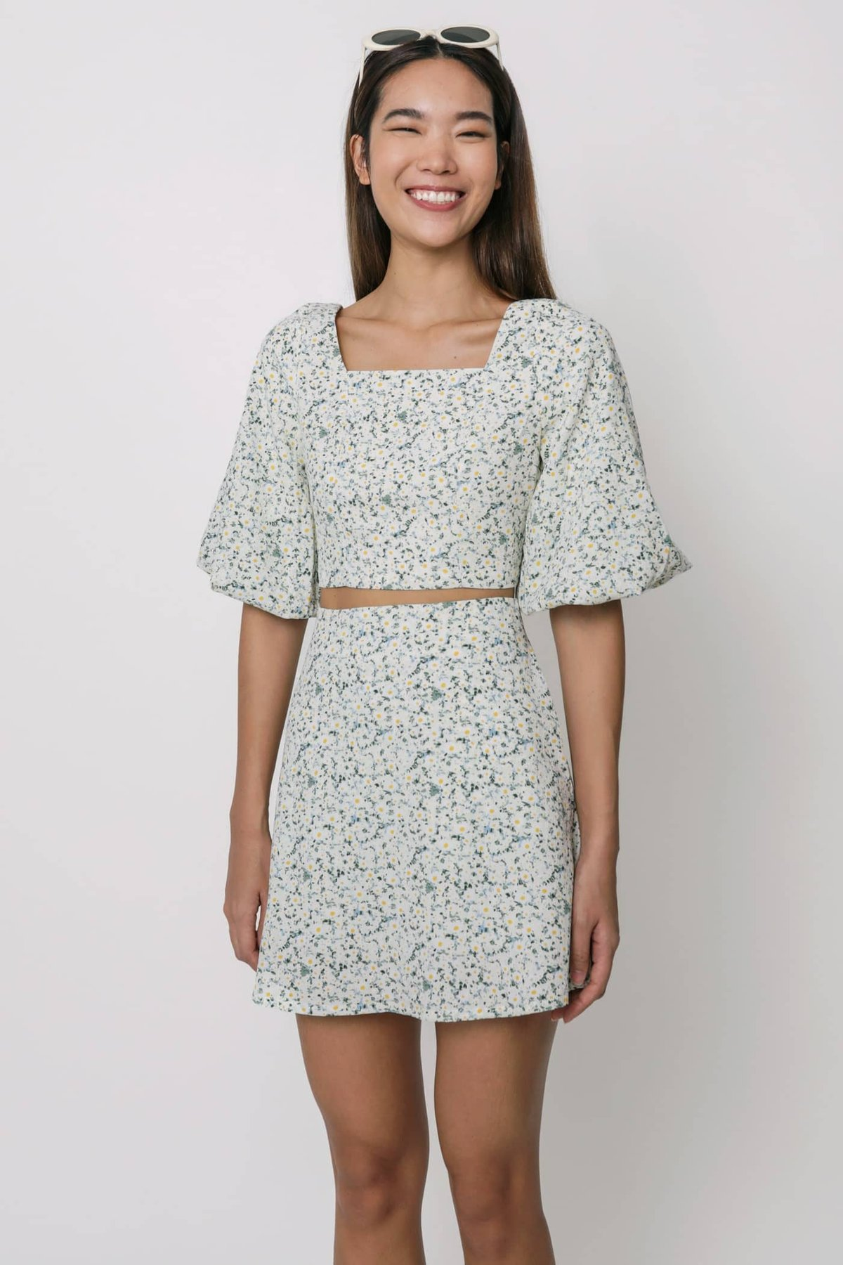 Taryn Puffy Sleeve Cropped Top (Cream Florals)